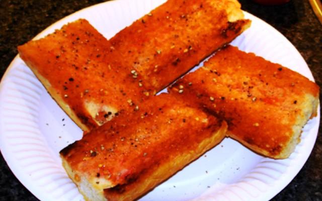 Хлеб с чесноком и помидорами (Pan con Ajo y Tomate)