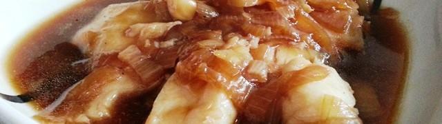 Жареная рыба с луковым соусом (Peskado Frito con Salsa de Cebolla)
