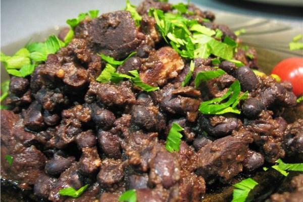 Рагу из черной фасоли по‑баскски