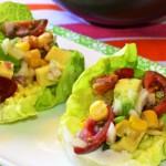 Кочанный салат с авокадо и помидорами