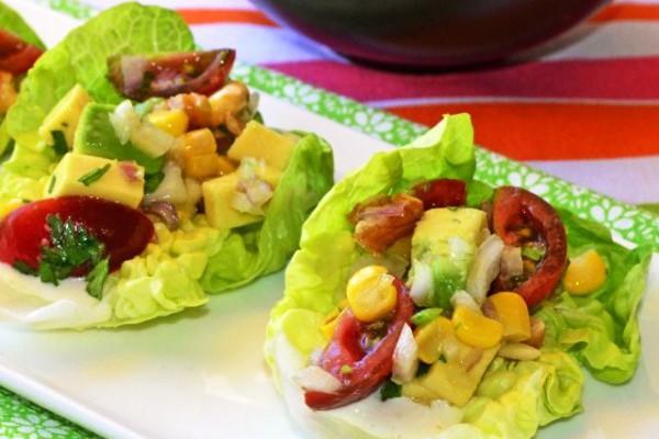 Кочанный салат с авокадо и помидорами (tudela con aguacate y tomate)