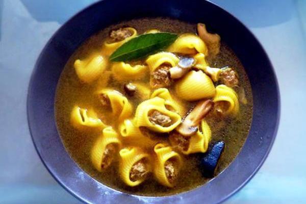 Суп из фаршированный макарон (Sopa rellena de Navidad)
