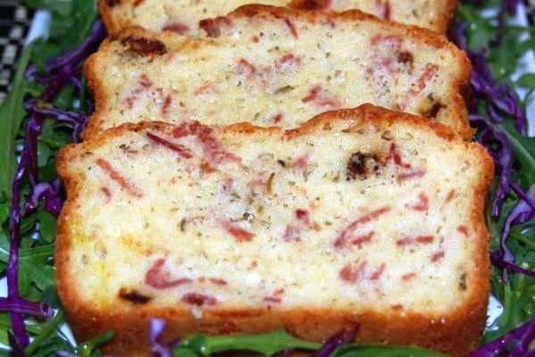 Пирог с ветчиной, сыром и розмарином (Pastel de jamón y queso al romero)