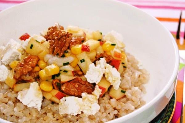 Рис с орехами, яблоками и сыром