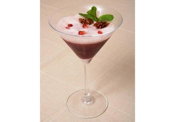 Гранатовый коктейль с грецкими орехами