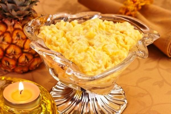 Салат с ананасом, сыром и чесноком