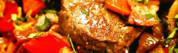 Тушеная говядина с помидорами