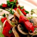 Теплый салат из сладкого перца с шампиньонами
