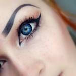 Цветные линзы меняют глаза